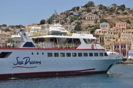 Traghetto per escrusione Rodi-Symi